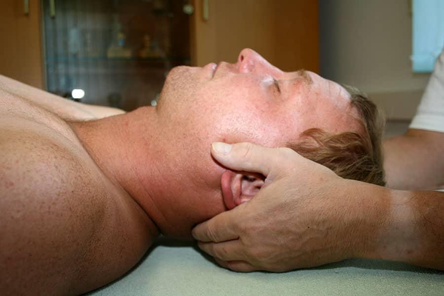 Behandlung der Halswirbelsäule